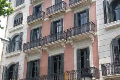 Residential building in the center of Barcelona, 10 minutes from the main tourist zone